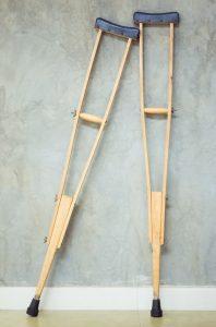 木製松葉杖